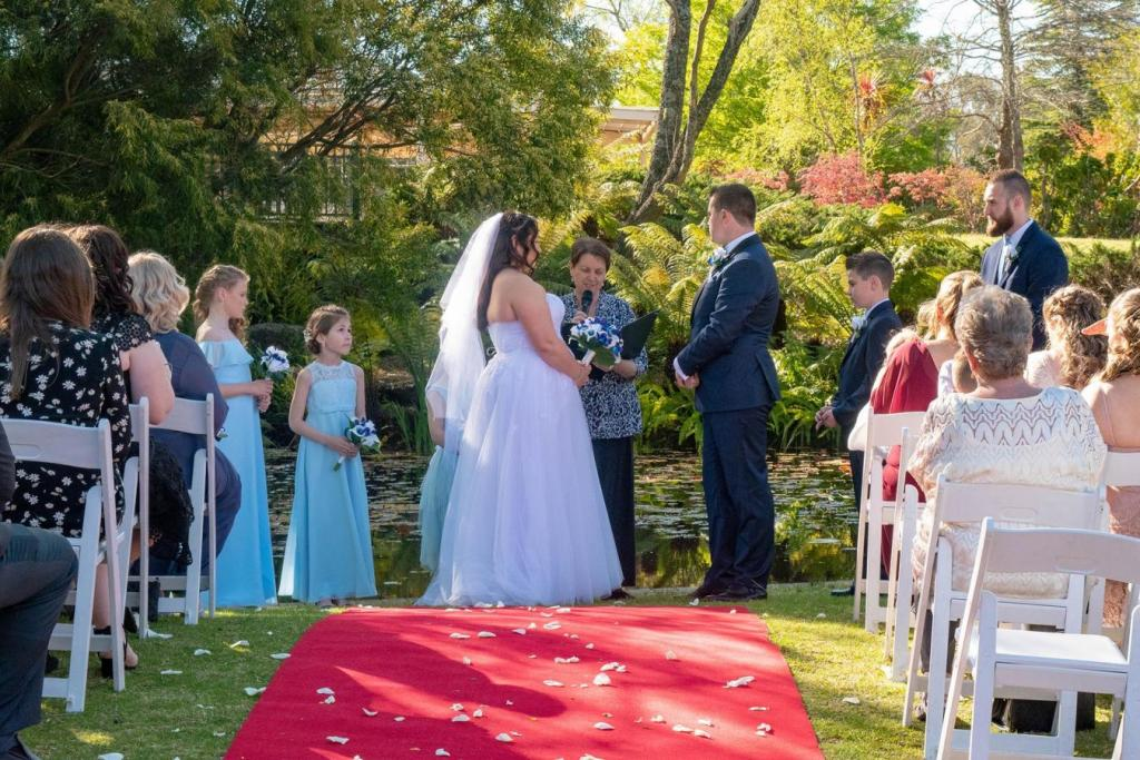 Wedding Celebrant Wentworth Falls, Blackheath & Lithgow